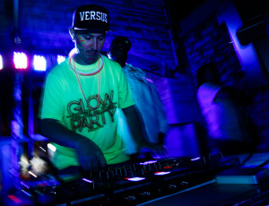 DJ Versus – Black Light Party